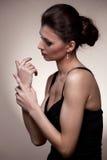 αποκλειστική γυναίκα πορτρέτου πολυτέλειας κοσμήματος στοκ φωτογραφία με δικαίωμα ελεύθερης χρήσης