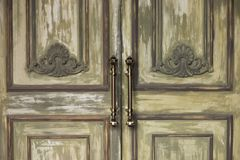 Αποκλειστικός αρχιτεκτονικός γκρίζος πράσινος πορτών στοκ εικόνες