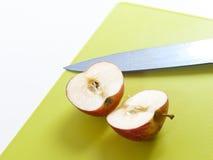 αποκοπή μήλων Στοκ φωτογραφία με δικαίωμα ελεύθερης χρήσης