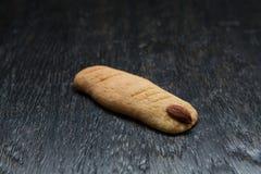 Αποκριές ένα μπισκότο δάχτυλων στον ξύλινο πίνακα Στοκ Εικόνα