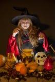 αποκριές εύθυμος λίγη μάγισσα με μια μαγική ράβδο Στοκ φωτογραφία με δικαίωμα ελεύθερης χρήσης