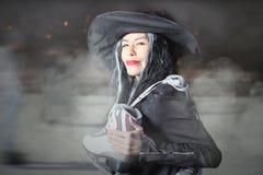Αποκριές! Η νεράιδα, μάγισσα ήρθε στο πατινάζ πάγου Στοκ φωτογραφία με δικαίωμα ελεύθερης χρήσης