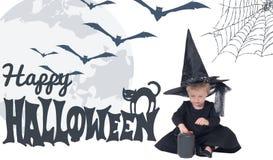 αποκριές Πορτρέτο του μικρού κοριτσιού στο καπέλο μαγισσών και το μαύρο ιματισμό Στοκ εικόνα με δικαίωμα ελεύθερης χρήσης