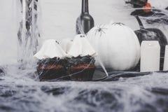 Αποκριές cupcakes και διακοσμήσεις Στοκ εικόνες με δικαίωμα ελεύθερης χρήσης