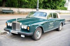 Αποκλειστική ασημένια σκιά ΙΙ Rolls-$l*royce αυτοκινήτων πολυτέλειας πράσινη Στοκ φωτογραφία με δικαίωμα ελεύθερης χρήσης