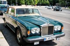 Αποκλειστική ασημένια σκιά ΙΙ Rolls-$l*royce αυτοκινήτων πολυτέλειας πράσινη Στοκ Φωτογραφίες