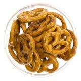 απομονωμένα γυαλί pretzels κύπε&lambd στοκ εικόνες