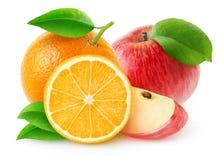 Απομονωμένα μήλα και πορτοκάλια Στοκ εικόνες με δικαίωμα ελεύθερης χρήσης