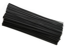 Απομονωμένα μαύρα μακαρόνια μελανιού καλαμαριών Στοκ Φωτογραφία