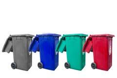 Απομονωμένα μεγάλα τέσσερα δοχεία απορριμάτων χρώματος με τη ρόδα Στοκ εικόνα με δικαίωμα ελεύθερης χρήσης