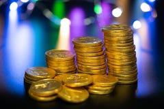 Απομονωμένα νομίσματα, golds στοκ εικόνες