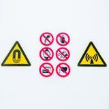 Απομονωμένα προειδοποιώντας σημάδια προσοχής στην είσοδο στην ελεγχόμενη ραδιενεργό περιοχή lightbox στο νοσοκομείο Στοκ φωτογραφίες με δικαίωμα ελεύθερης χρήσης
