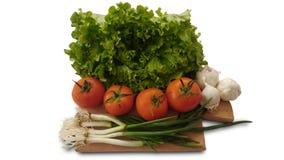 Απομονωμένες ντομάτες, μαρούλι, σκόρδο και φρέσκο κρεμμύδι σαλάτας Στοκ Φωτογραφίες