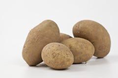 απομονωμένες burlap πατάτες τσαντών ακατέργαστες Στοκ Εικόνες