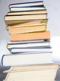 απομονωμένη βιβλία στοίβα σειράς Στοκ φωτογραφίες με δικαίωμα ελεύθερης χρήσης
