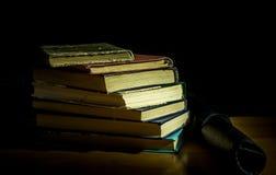 απομονωμένη βιβλία στοίβα σειράς Στοκ εικόνα με δικαίωμα ελεύθερης χρήσης