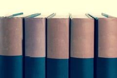 απομονωμένη βιβλία στοίβα σειράς Στοκ εικόνες με δικαίωμα ελεύθερης χρήσης