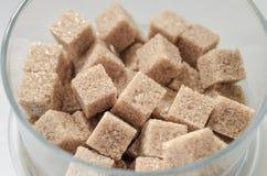 απομονωμένη κύβοι ζάχαρη κ&alp Στοκ Εικόνες