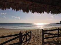 Απομονωμένη νικαραγουανή παραλία κυματωγών σε Sunser Στοκ εικόνες με δικαίωμα ελεύθερης χρήσης