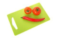 Απομονωμένη ντομάτα με το πιπέρι στο άσπρο υπόβαθρο Στοκ φωτογραφίες με δικαίωμα ελεύθερης χρήσης