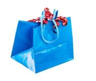 Απομονωμένη παρούσα τσάντα με την κατσαρωμένη κορδέλλα Στοκ Εικόνες