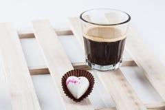 Απομονωμένη σοκολάτα καρδιών στοκ φωτογραφία