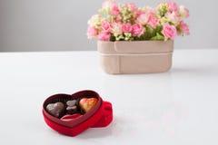 Απομονωμένη σοκολάτα καρδιών στοκ φωτογραφίες