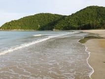 Απομονωμένη τροπική παραλία στην Ταϊλάνδη Στοκ εικόνα με δικαίωμα ελεύθερης χρήσης