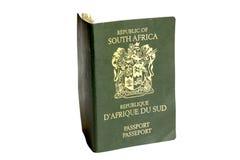 Απομονωμένη φωτογραφία του πράσινου νοτιοαφρικανικού διαβατηρίου στοκ φωτογραφία