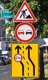 απομονωμένοι οι περιοχή πεζοί απαγόρευσαν τα περιορισμένα οδικά σημάδια επάνω Στοκ φωτογραφίες με δικαίωμα ελεύθερης χρήσης