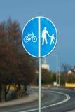 απομονωμένοι οι περιοχή πεζοί απαγόρευσαν τα περιορισμένα οδικά σημάδια επάνω Στοκ φωτογραφία με δικαίωμα ελεύθερης χρήσης