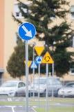 απομονωμένοι οι περιοχή πεζοί απαγόρευσαν τα περιορισμένα οδικά σημάδια επάνω Στοκ Εικόνα