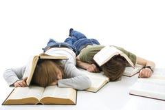 απομονωμένοι σπουδαστές δύο λευκές νεολαίες Στοκ Εικόνες