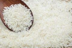 απομονωμένος άσπρος ξύλινος κουταλιών ρυζιού Στοκ Εικόνα