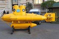 απομονωμένος ανασκόπηση υποβρύχιος άσπρος κίτρινος Στοκ Εικόνες