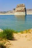 απομονωμένος βράχος σελίδων λιμνών της Αριζόνα powell Στοκ Φωτογραφία