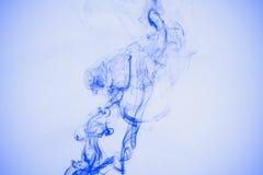 Απομονωμένος μπλε καπνός Στοκ φωτογραφία με δικαίωμα ελεύθερης χρήσης