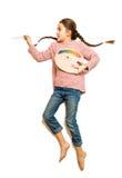 Απομονωμένος πυροβολισμός του κοριτσιού με τις πλεξούδες που σύρουν την εικόνα με το ελαιόχρωμα Στοκ Εικόνες