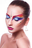 Απομονωμένος στο λευκό προκλητικό θηλυκό υποβάθρου με το πολύχρωμο makeup Στοκ Φωτογραφία