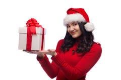 Απομονωμένο δώρο Χριστουγέννων λαβής γυναικών Santa Χριστουγέννων καπέλο Στοκ Φωτογραφίες