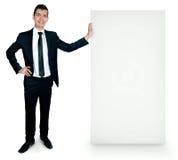 Απομονωμένο επιχειρησιακό άτομο με τον πίνακα Στοκ εικόνα με δικαίωμα ελεύθερης χρήσης