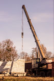 απομονωμένο λευκό αντικειμένου μηχανημάτων κατασκευής ανασκόπησης εκσκαφέας Στοκ φωτογραφία με δικαίωμα ελεύθερης χρήσης
