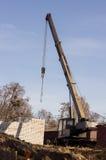 απομονωμένο λευκό αντικειμένου μηχανημάτων κατασκευής ανασκόπησης εκσκαφέας Στοκ εικόνα με δικαίωμα ελεύθερης χρήσης