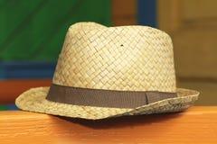 απομονωμένο λευκό αχύρου μονοπατιών ψαλιδίσματος ανασκόπησης καπέλο Στοκ εικόνες με δικαίωμα ελεύθερης χρήσης