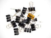 απομονωμένο λευκό γραφείων συνδέσμων ανασκόπησης εξαρτημάτων συνδετήρες Στοκ φωτογραφίες με δικαίωμα ελεύθερης χρήσης