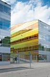 απομονωμένο λευκό γραφείων τεμαχίων οικοδόμησης ανασκόπησης γυαλί Στοκ Φωτογραφίες