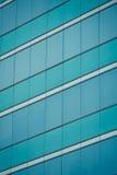 απομονωμένο λευκό γραφείων τεμαχίων οικοδόμησης ανασκόπησης γυαλί Στοκ εικόνα με δικαίωμα ελεύθερης χρήσης