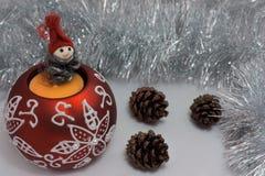 απομονωμένο λευκό παιχνιδιών σφαιρών Χριστουγέννων ανασκόπησης γυαλί Στοκ φωτογραφίες με δικαίωμα ελεύθερης χρήσης