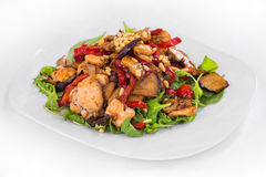 απομονωμένο λευκό σαλάτας ρυζιού κομματιών ροδάκινων μαϊντανού κύπελλων ανασκόπησης κοτόπουλο τρόφιμα πιάτων Στοκ Φωτογραφία