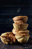απομονωμένο λευκό στοιβών ανασκόπησης μπισκότα Στοκ Φωτογραφίες